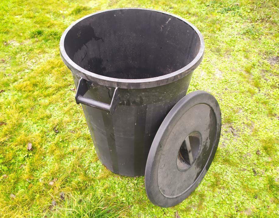 fabricar un vermicompostador con un cubo de basura